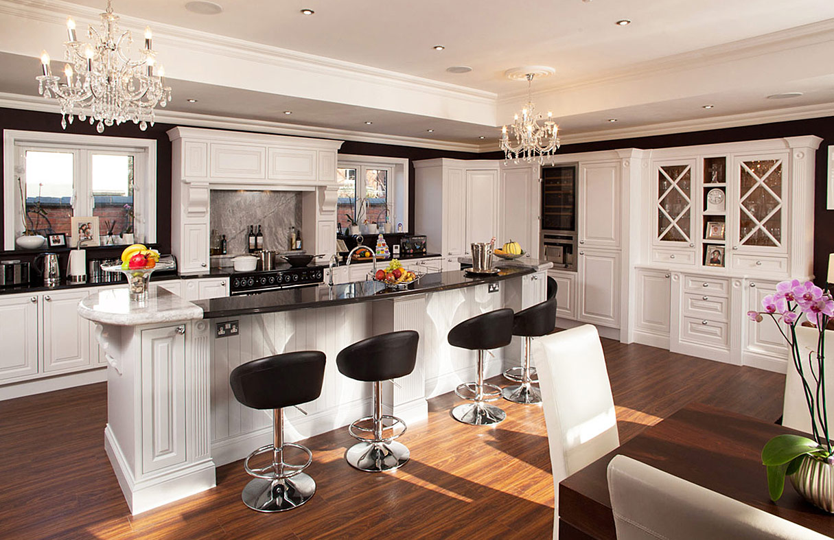 hand-painted-bespoke-edwardian-kitchen-by-broadway